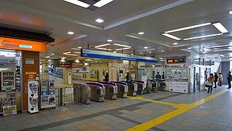 Hon-Kawagoe Station - Image: Hon Kawagoe Station ticket barriers 20160223