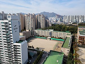 Hoseong Elementary School, Photographed from Sinwonsuseonhwa Apartment.jpg