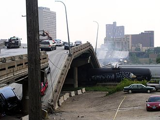 2007 in the United States - August 1: I-35W Mississippi River bridge collapse.