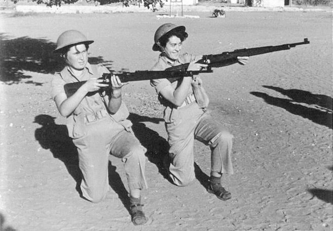 IDF women soldiers in basic training 1954 (טירוניות בבה)