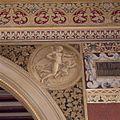 Interieur, bel-etage, voorzijde rechts (Vestibule van de Koninklijke Wachtkamer), muurschildering, Medaillon met een twee engels - Amsterdam - 20392790 - RCE.jpg