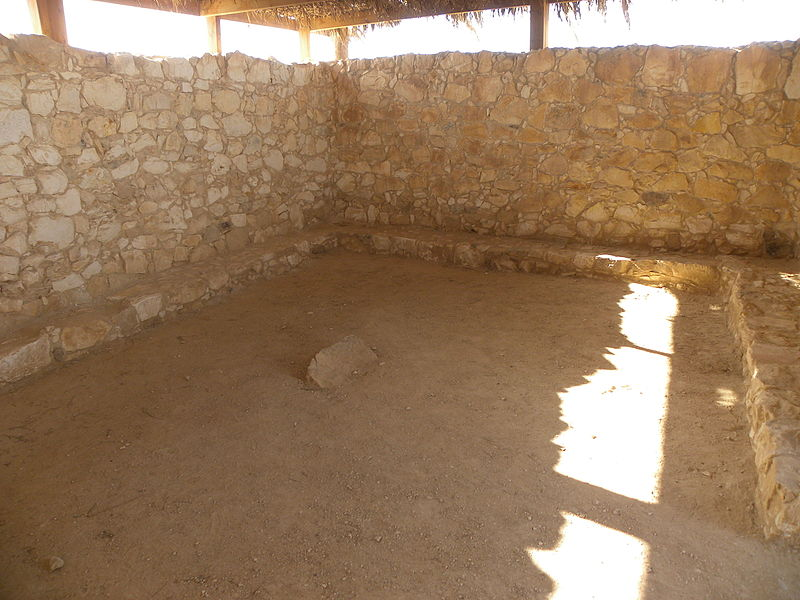 Interior of an Early Bronze Age House at Tel Arad (19636204796).jpg