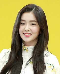Irene at a fansigning event on April 13, 2019 (1).jpg