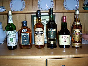Various Irish whiskies. Picture by Cafeirlandais.