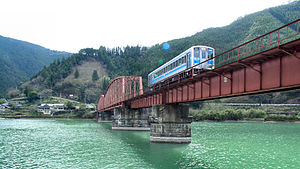 Hisatsu Line - A train on the Kuma River bridge in 2007
