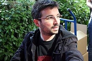 Español: Jordi Evole en 2009 firmando libros c...