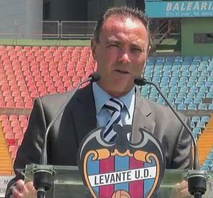 Juan Ignacio Martínez - Martínez being presented by Levante.