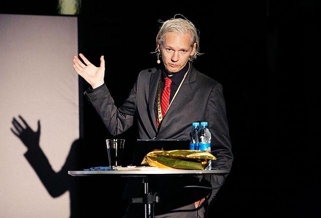Основателю WikiLeaks Ассанжу отключили интернет