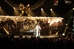 KROQ Almost Acoustic Xmas Florence And The Machine 7 (5264876046).jpg