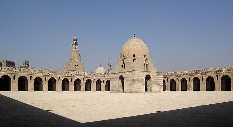 File:Kairo Ibn Tulun Moschee BW 4.jpg