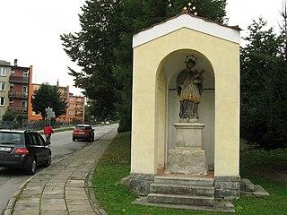 Kaplička se sochou svatého Jana Nepomuckého