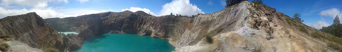 תמונת פנורמה של ימה בתוך לוע הר הגעש הכבוי קלימוטו.