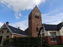 Kerktoren tussen de huisjes.JPG