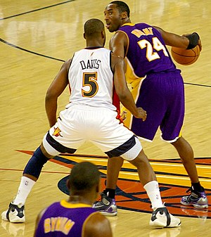 Kobe Bryant being defended by Baron Davis