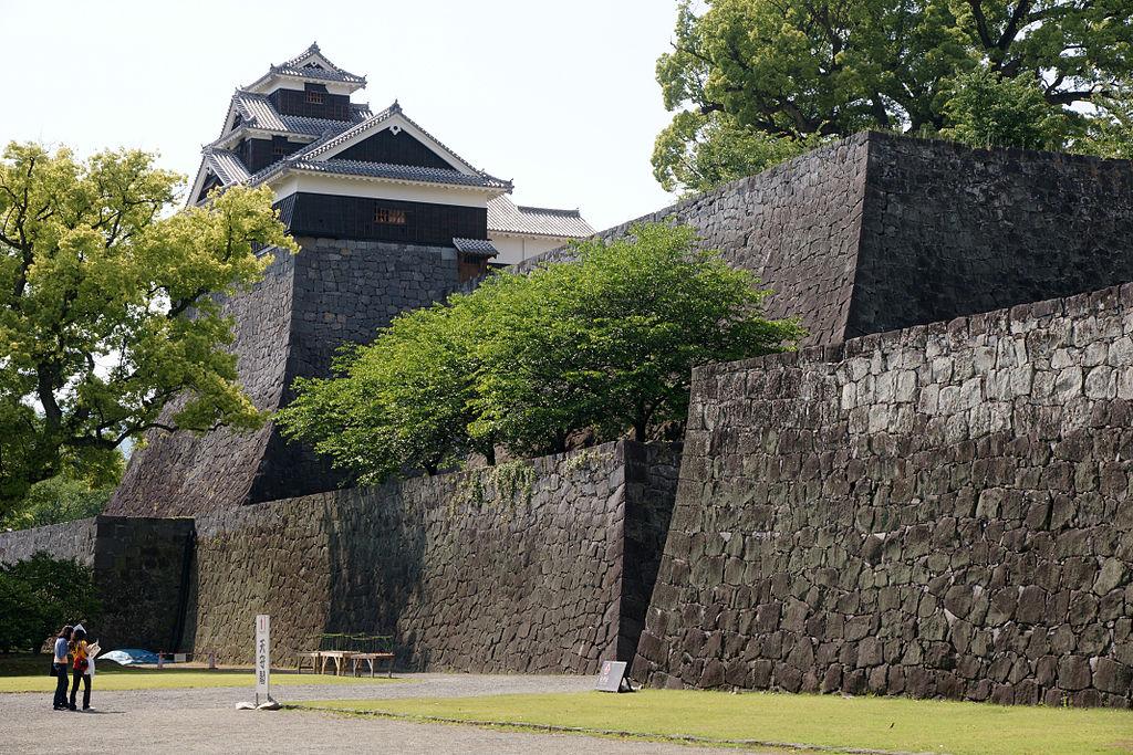https://upload.wikimedia.org/wikipedia/commons/thumb/c/ce/Kumamoto_Castle_01n4272.jpg/1024px-Kumamoto_Castle_01n4272.jpg