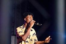 Kwesi Arthur performing at Alliance Francais.
