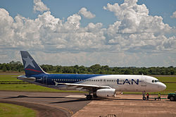 LAN Argentina A320., Puerto Iguazu, Misiones, 6th. Jan. 2011 - Flickr - PhillipC.jpg