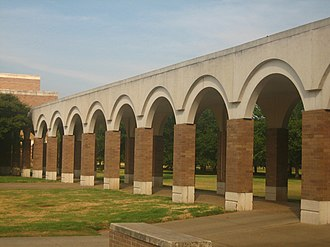 Louisiana State University in Shreveport - Decorative walkway connects LSUS Administration and Science buildings