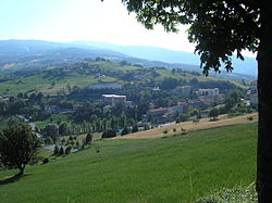 A view of the frazione of Lagrimone from Moragnano.