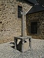 Langrolay-sur-Rance - Église Saint-Laurent croix.jpg