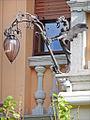 Lanterne en fer forgé de la villa Lucina (Lido de Venise) (8155652056).jpg