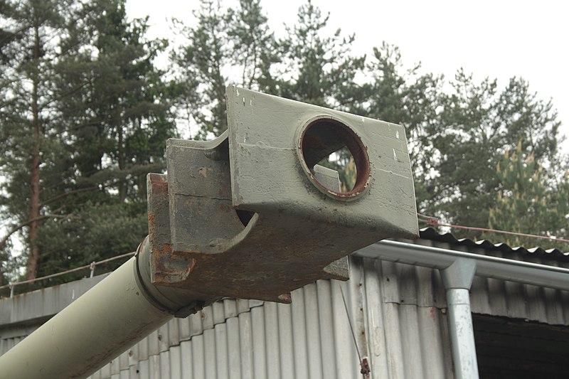 File:Lešany, vojenské muzeum, samohybná houfnice Ondava, detail hlavně.JPG