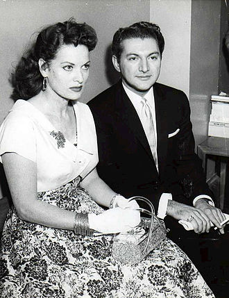 Liberace - Liberace with actress Maureen O'Hara during a court hearing in 1957