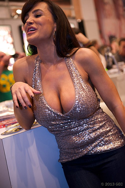 MILF babe with big tits Lisa Ann strips and spreads her cunt  2187315
