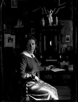 Lise Stauri - Photographer : H.H.Lie