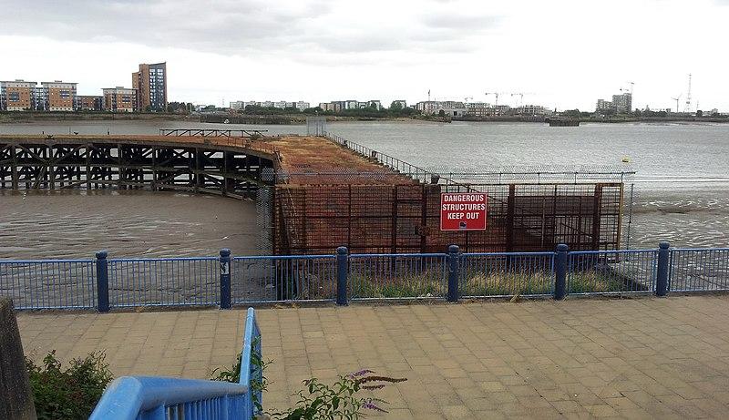 File:London-Woolwich, disused jetty 01.jpg