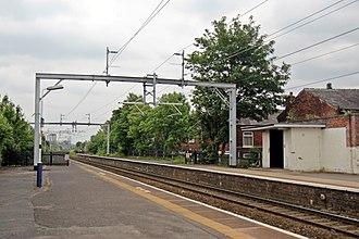 Patricroft railway station - Image: Looking east, Patricroft railway station (geograph 4004183)