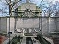 Lord Cheylesmore monument by Lutyens, in Victoria Embankment Gardens.jpg