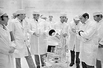 George Robert Carruthers - George Carruthers, center, discusses the Lunar Surface Ultraviolet Camera with Apollo 16 Commander John Young, right. From left are Lunar Module Pilot Charles Duke and Rocco Petrone, Apollo Program Director.