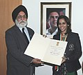M.S. Gill gave away the Rajiv Gandhi Khel Ratna Award for the year 2010 to Ms. Saina Nehwal, the award was conferred by the President of India, in New Delhi on November 08, 2010.jpg