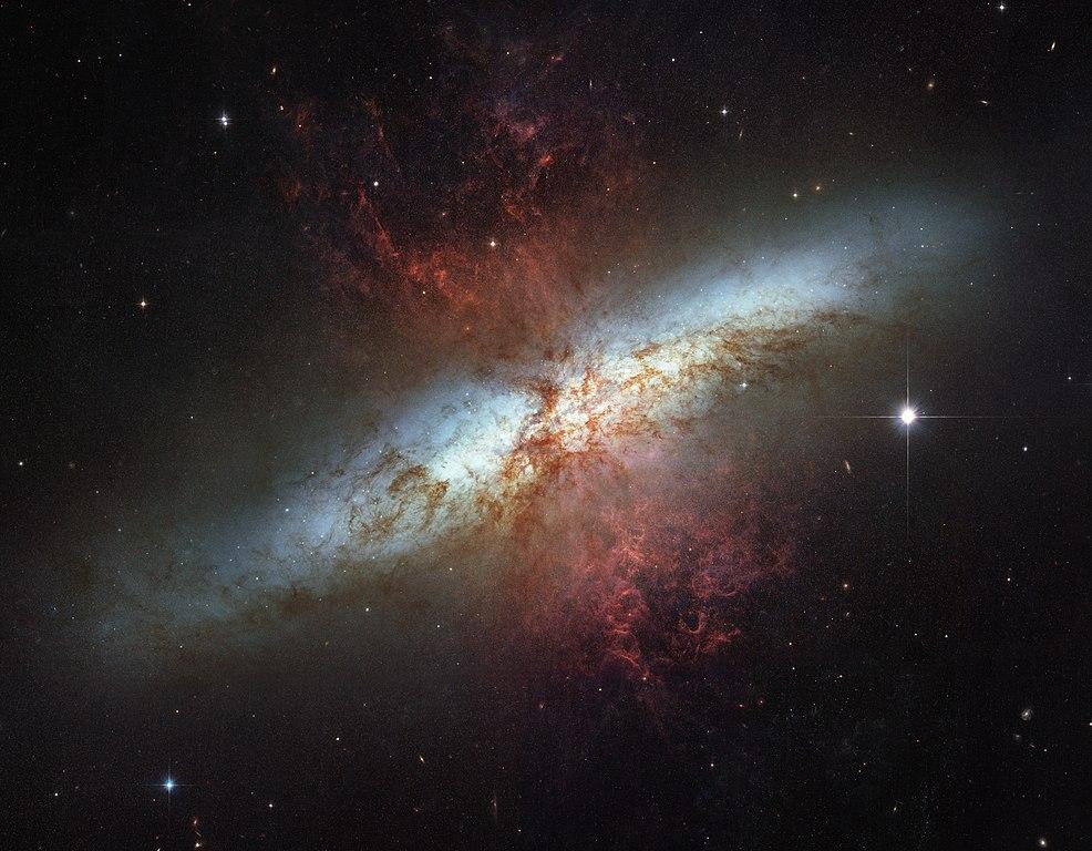 Messier 82 (HST)