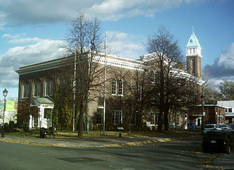 Le Vieux-Longueuil - City hall of the former city of Longueuil. Now serving as the borough hall of Le Vieux-Longueuil.