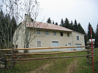 Maison typique du Jura 1.jpg