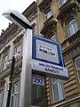 Malostranské náměstí, zastávka elektrobusu (03).jpg