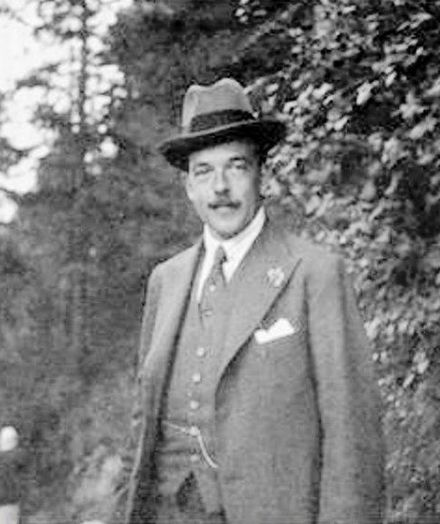 Manuel II just hours before his death at Fulwell Park; 2 July 1932. Manuel - Ultimo Foto.jpg