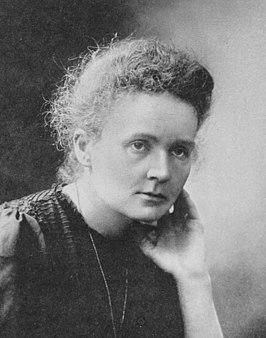 Maria Skłodowska-Curie, officiële foto bij het winnen van de Nobelprijs, geretoucheerd 1911.