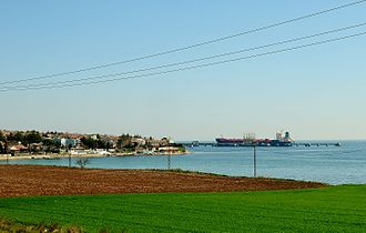 Marmara Ereğlisi LNG Storage Facility - Marmara Ereğlisi LNG Storage Facility's pier with a tank vessel.
