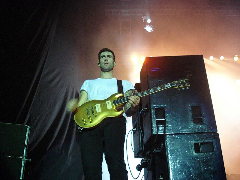 File:Maroon 5 @ HSBC Arena (3015580379).jpg