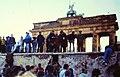 Mauer-Brandenburger-Tor-1990.jpg