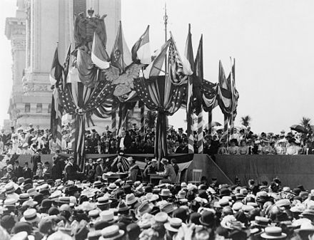 William McKinley (to the left of center, with white shirtfront) delivers his final speech. McKinley's last address wide2.jpg