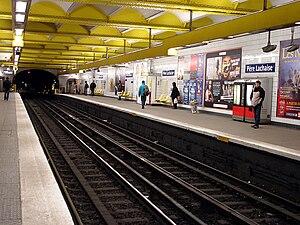 Père Lachaise (Paris Métro) - Image: Metro de Paris Ligne 3 Pere Lachaise 01