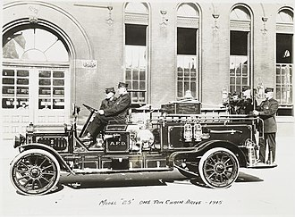 GMC (automobile) - Model 25 One ton chain drive - 1915