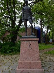 Monument to King Haakon 7 of Norway in Trondheim.jpg