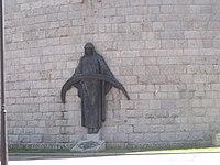 Monumento a los Defensores Caídos en la plaza de la Gesta.JPG