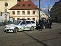 Municipal police Praha Palladium - giving a fine to foreign driver.JPG