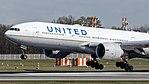 N78009 United Airlines B777 (40674527255).jpg